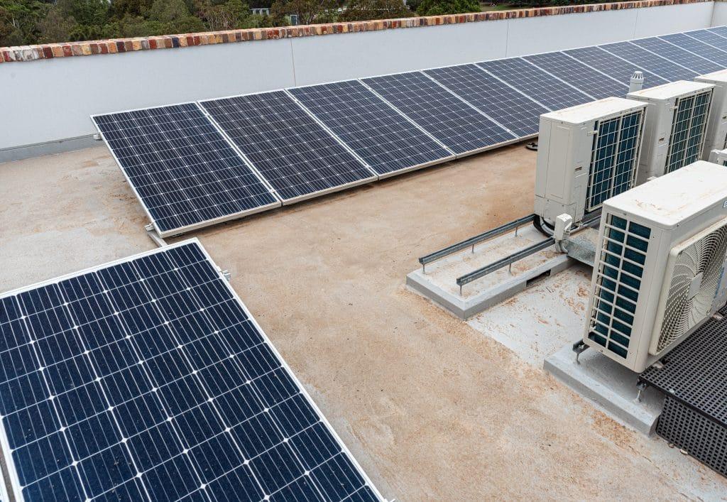 ¿Puede funcionar el aire acondicionado con paneles solares?