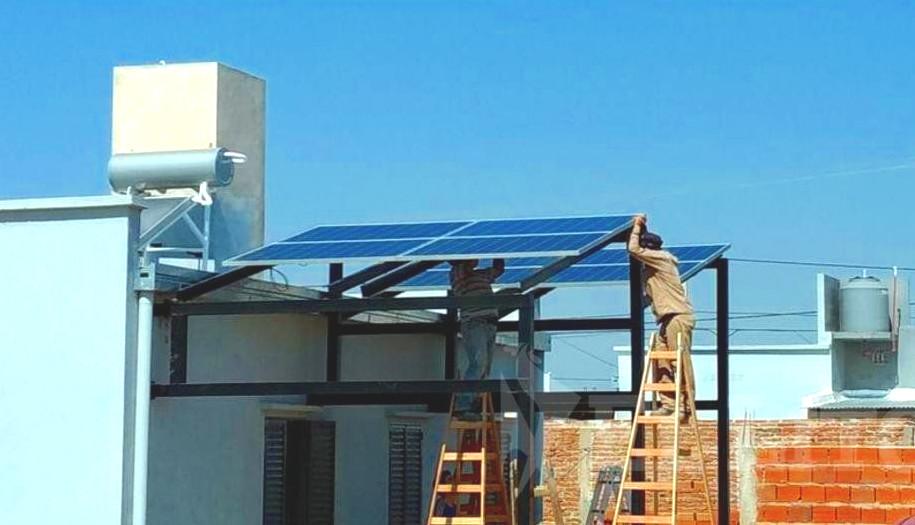 ¿Sabías que solo necesitas 2 elementos para ahorrar con energía solar?