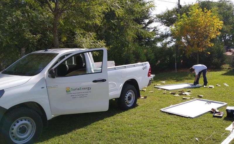Preparando los paneles  solares para ser instalados