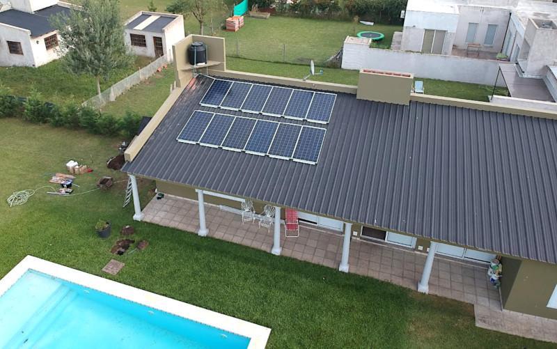 Paneles solares sobre techo en Lobos , Buenos Aires